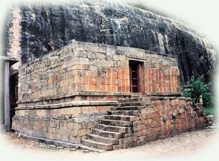 The rockcut temple, Kudumiyamalai