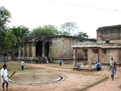 A view of the temple complex, Kunnandarkoil