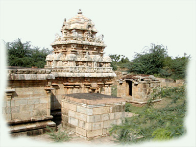 Muchu-kundesvara Temple surrounded by its parivara temples, Kodumbalur