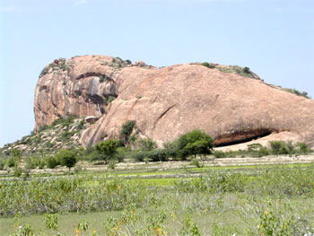 The Aluruttimalai (notice the natural cavern on the right hand side), Narttamalai