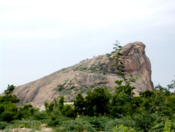 Aluruttimalai from the west, Narttamalai