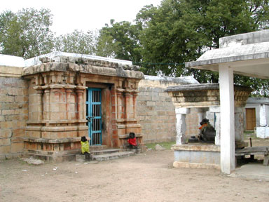 The Siva temple called Thiru-vanaikkaaveesvaram / jambukesvaram, Narttamalai