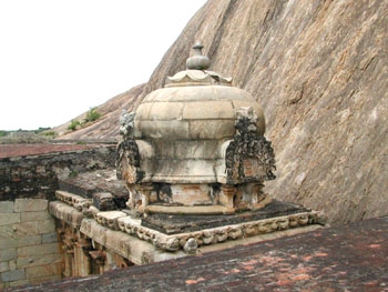The Grivam and sikharam of the vimanam, Kadambar koil, Narttamalai