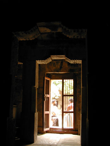 The ardha-mandapam (view from the sanctum), Narttamalai
