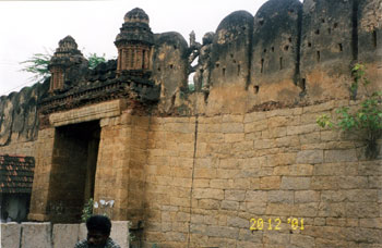 The northern main entrance, Thirumayam